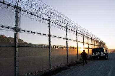 0515-us-mexico-border-fence_full_600.jpg